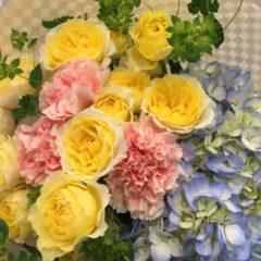 アジサイとスプレーバラの花束