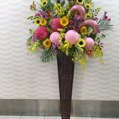 バルーン入りのアイアンスタンド花