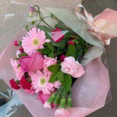 ピンク濃淡の花で